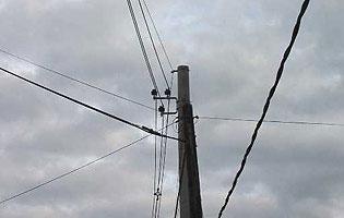 Lanús: Se cortó un cable de media tensión y quedó colgando sobre ... - InfoRegión