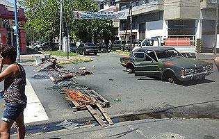 Lanús: Vecinos cortaron la calle por falta de luz - InfoRegión