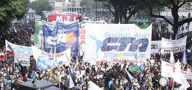 La CGT y las dos CTA acordaron movilizarse en conjunto a Plaza de Mayo