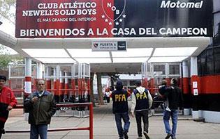 Hallan a un joven asesinado en la puerta del estadio de for Puerta 6 estadio newells