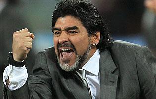 ce2cd14f4 El mejor jugador de fútbol de todos los tiempos, Diego Armando Maradona,  comentará el Mundial Brasil 2014, junto al periodista y relator Víctor Hugo  Morales ...